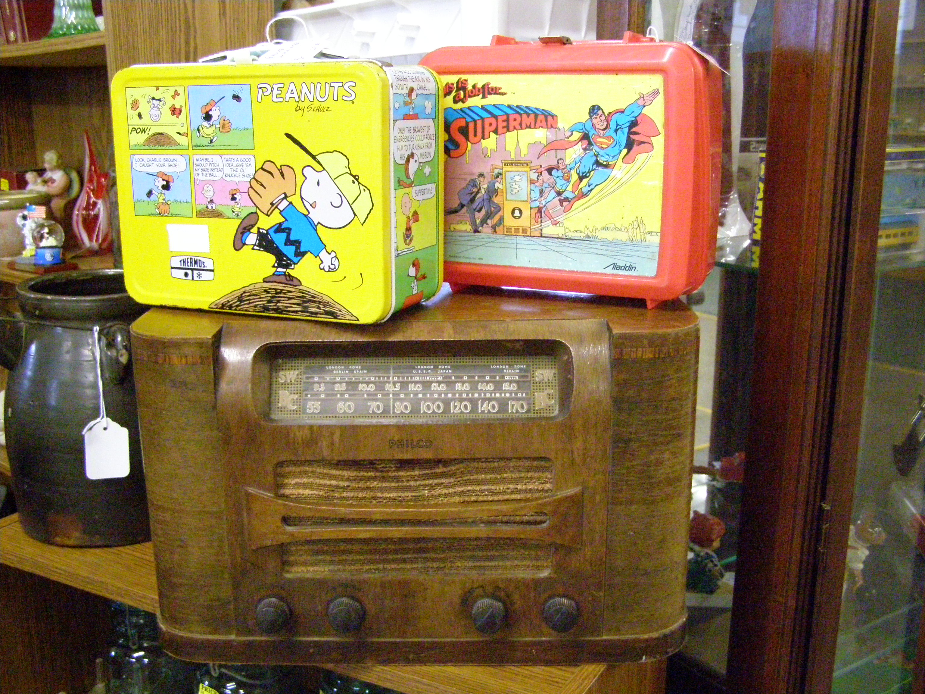 AM Radios and children lunch boxes